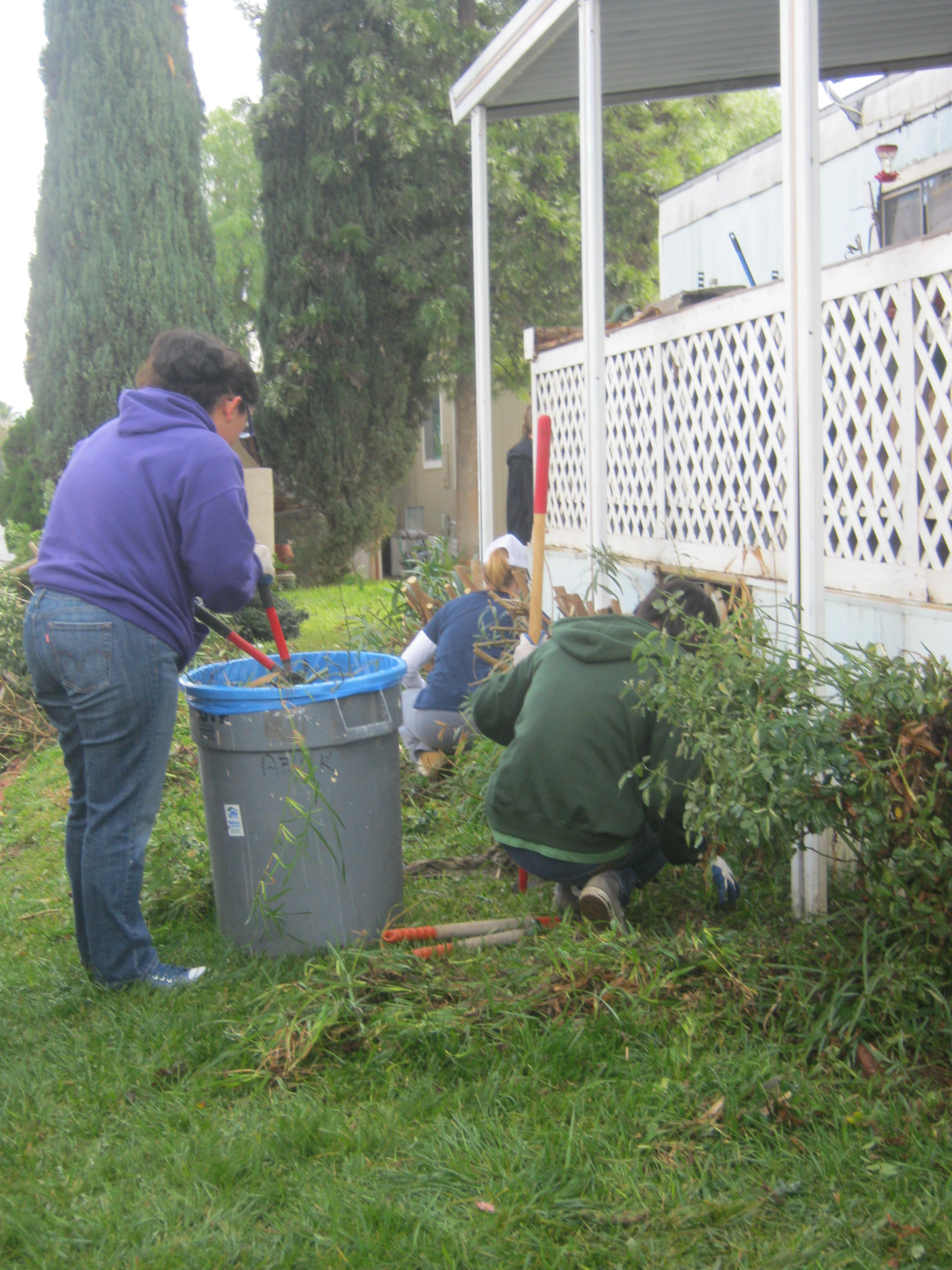 12/15/12: JVHS Honor Society Volunteers